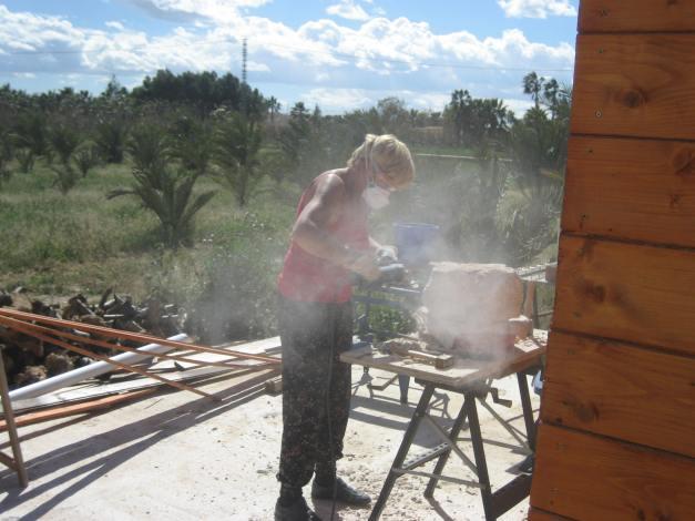 Anke aan het werk op haar Finca in Spanje.